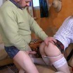 imagen francesa follada por el suegro y su novio