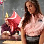 imagen Folla con su profesor por su cumpleaños
