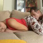 imagen Despierta a su novia para follarle el culo