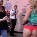 imagen Pilladas robando ropa en una tienda