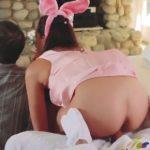 imagen El conejo de Pascua se la mete hasta el fondo