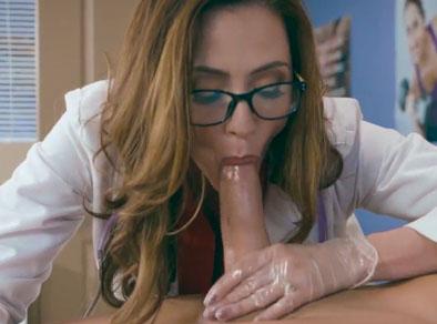 Doctora zorra abusa sexualmente de sus pacientes