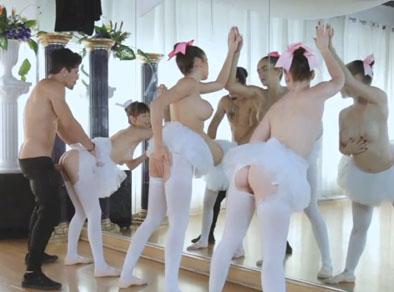 Follando tres bailarinas de ballet juntas