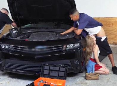 Follando al mecánico del taller de papá