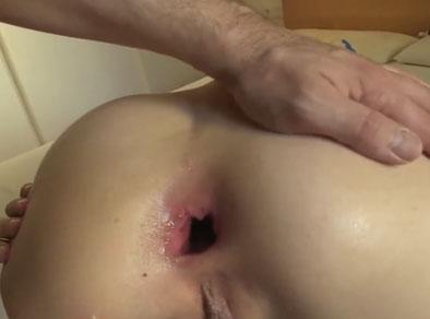 Rubia latina le abren el culo con sexo anal