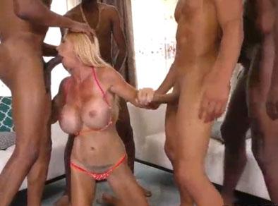Madura tetona follada en fiesta de sexo