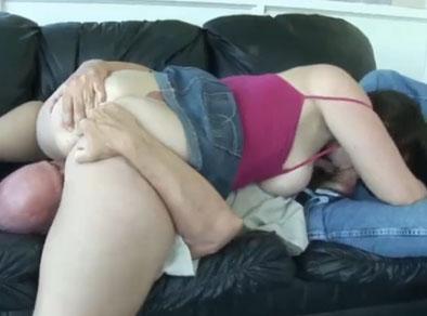 A la gorda culona le gusta mucho la posición del 69