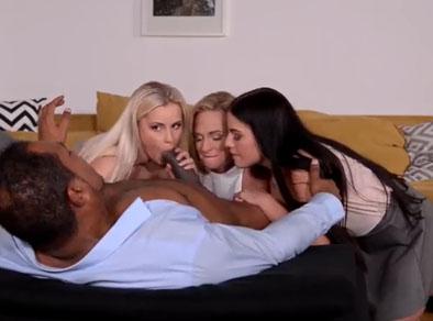 Tres lesbianas se aprovechan de un negro indefenso