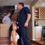 imagen Su marido se descuida y ella ya está follando con el obrero