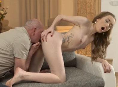 Su relación con su abuelo va más allá de lo sexual