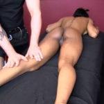 imagen Rica morena culona en su primer masaje con masturbación