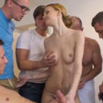imagen Enfermera checa follando con cinco hombres a la vez