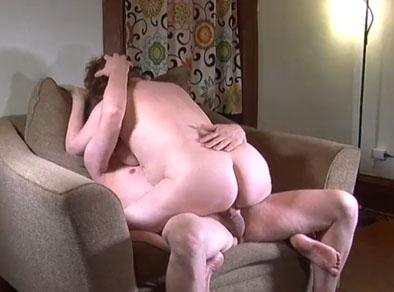 Vieja gorda follando con el vecino casado