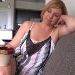 imagen Después del café mamá siempre quiere hacer una mamada