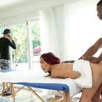 imagen Ni cuenta se da que el masajista negro se folla a su mujer