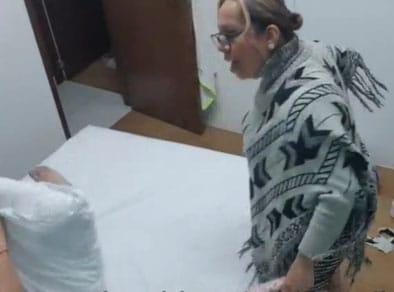 Pillada por su abuela mientras se masturba